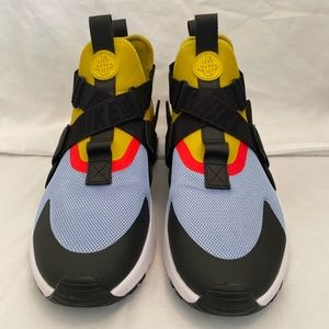Nike Air Huaraches Midfoot cage  100% Authentic.